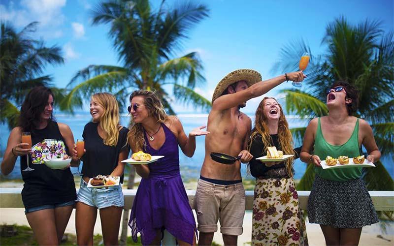 блудливые молодые мажоры тусуются на острове видео очень возбуждает, как